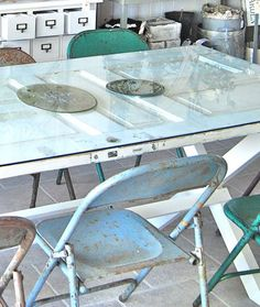 Old door repurposed into a glass top table. Furniture Projects, Furniture Makeover, Home Furniture, 8 Seater Dining Table, Dining Room Table, Old Door Tables, Reclaimed Doors, Old Doors, Repurposed Furniture
