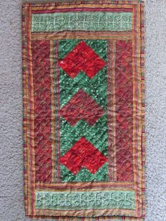 Hearts wall hanging quilted (upside down)
