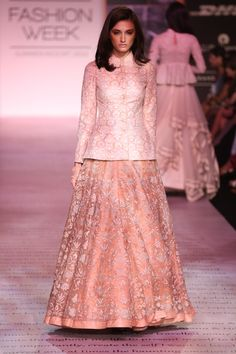 Best fashion week indian ideas Source by dresses indian Indian Wedding Fashion, Indian Fashion, Fashion Fashion, Fashion Jewelry, Indian Gowns Dresses, Pakistani Dresses, Indian Designer Outfits, Designer Dresses, Indian Attire