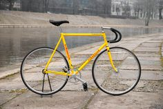 Fixed Gear Bike, Cycling Gear, Cycling Jerseys, Cool Bicycles, Cool Bikes, Bike Art, Classic Bikes, Bicycle Design, Vintage Bicycles