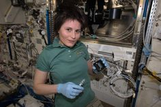 L+131/132: #SamLogbook. Plants in space: today I worked with the @JAXA_en exp. ANISO tubule. https://plus.google.com/+SamanthaCristoforetti/posts/bm7Z7B62Nw9 …