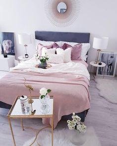 Schlafzimmer Wandgestaltung   Graue Wand   Schwarzes Bett    Schlafzimmerideen   Wohnkonfetti | Schlafzimmer | Pinterest | Bedrooms,  Interiors And Room