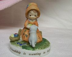 Holly Hobbie Figurine White Kitty Cat Friendship is wanting to Help