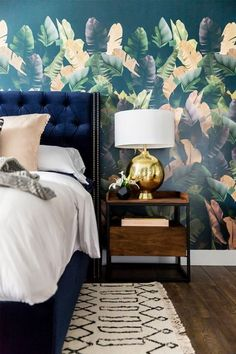From what I can tell, the palm leaf wallpaper trend is not going anywhere.  This summer is all about palm leaves on the walls, pretty palm trees around  the home, etc. After my visit to the Doheny Room in South Beach, I haven't  stopped thinking about all the different palm leaf wallpaper options
