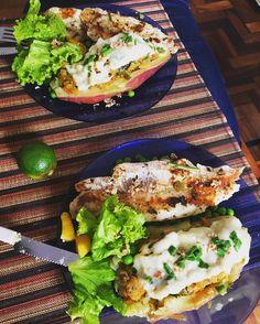 Filé de merluza #grelhado  #batatadoce recheada com #abobora e #couve #ervilha purinha e #salada de alface com manga e maçã verde. . #fitfood #yummy #saudavel #salad #fish #grilled #instafood #instagood #picoftheday #fitspo #ilovefood #inspiracao #almoco #lunch