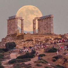 Soúnion, Attiki, Greece. Full moon over the sanctuary of god Poseidon.. Feast of colors and light..❤❤ .