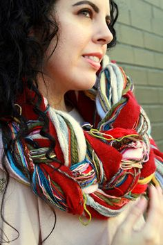 The Sexy Knitter: One woman's quest for hotness, style and good design: Tutorial: Four Strand Braided Yarn Scarf