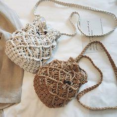Women Hollow Woven Crossbody Bag Straw Bag Travel Beach Bucket Bag is designer, see other cute bags on NewChic. Macrame Purse, Macrame Knots, Diy Macrame Wall Hanging, Macrame Mirror, Macrame Curtain, Bucket Bag, Bag Women, Fringe Handbags, Macrame Design