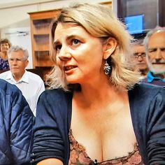 Catherine Southon, auctioneer and antiques expert, can bang my gavel anytime. Beautiful Old Woman, Gorgeous Women, Beautiful People, Bbc Presenters, Carol Kirkwood, Emma Watson Sexiest, Carol Vorderman, Tv Girls, Holly Willoughby