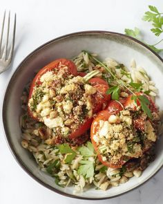 Gevulde paprika's met champignons, feta, tomaat en orzo - Dinnerrecipeshealthy sites Healthy Recipes On A Budget, Veggie Recipes, Healthy Cooking, Vegetarian Recipes, Healthy Eating, Feta, Healthy Diners, I Want Food, Diner Recipes