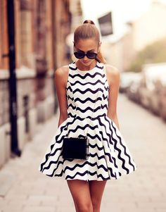 Perfect combination of the patterned dress and black bag.
