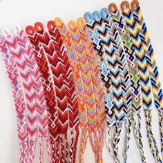 String Bracelet Patterns, Diy Bracelets Patterns, Diy Bracelets Easy, Thread Bracelets, Embroidery Bracelets, Bracelet Crafts, Bracelet Designs, Handmade Bracelets, Macrame Bracelets