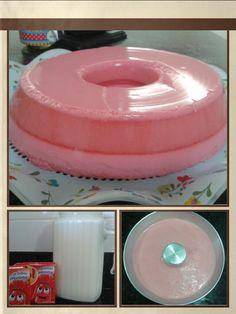 Flan de Gelatina - Ingredientes:    - 2 caixas de gelatina de morango (ou o sabor de sua preferência)    - 400 ml de leite quente    - 400 ml de leite gelado         Modo de preparo:    - Dissolva a gelatina nos 400 ml de leite quente    - Adicione os 400 ml de leite gelado e bata no liquidificador de 3 a 5 minutos    - Coloque em uma forma para pudim e leve à geladeira por 4 horas    - Com o auxílio de uma faca solte as laterais e desenforme