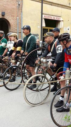 Grande Eroica Velo Retro, Velo Vintage, Vintage Cycles, Vintage Biker, Look Vintage, Bicycle Race, Bicycle Girl, Tweed Ride, Old Bikes