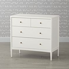The clean, timeless design of our Hampshire White Changing Table means it'll fit in regardless of what kind of décor is in your kid's room. White Changing Table, Baby Changing Tables, Changing Table Dresser, 4 Drawer Dresser, Baby Dresser, Drawer Pulls, Kids Bedroom Furniture, Furniture Layout, Home Furniture
