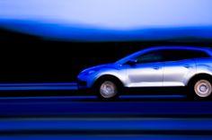 Obtenez les meilleures offres de location de voiture avec 24 * 7 assistance en ligne et rendre votre voyage plus agréable