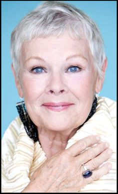 Dame Judi Dench (born is an Academy Award-winning British actress. She won an Oscar for her role as Queen Elizabeth in Shakespeare in Love. Judi Dench, Blonde Pixie, Beautiful People, Beautiful Women, Beautiful Smile, Ageless Beauty, Helen Mirren, Aging Gracefully, Grey Hair