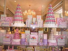 pretty pink macaroon shop http://www.itgirlweddings.com/wifestyle/roaming-the-streets-of-rome