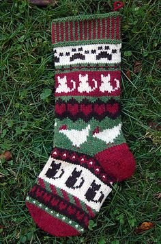 Pet Love Christmas Stocking – a free knitting pattern by Sarah Hood. Make one for your favorite pet (or human). Knitted Christmas Stocking Patterns, Cat Christmas Stocking, Crochet Stocking, Knitted Christmas Stockings, Easy Knitting Patterns, Free Knitting, Knitting Machine, Pet Stockings, Personalized Stockings