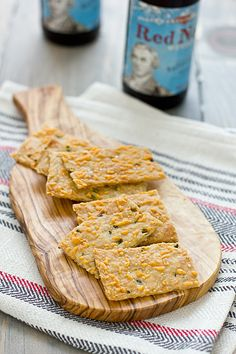 Jalapeno cheddar crackers..this look so crispy and yum!