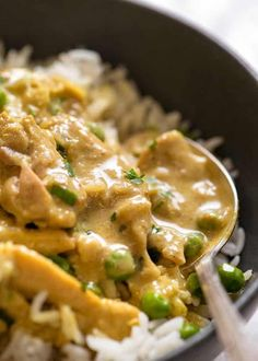 Easy Chicken Curry Simple shouldn't mean bland! This incredible Chicken Curry is made from scratch with very few ingredients. Everyone loves this creamy coconut curry sauce! Indian Food Recipes, Asian Recipes, Healthy Recipes, Easy Recipes, Thai Curry Recipes, Oven Recipes, Crockpot Recipes, Soup Recipes, Chicken