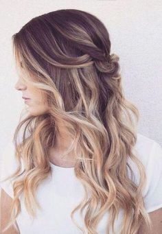 The twisted half-up half-down wavy hairstyle is perfect for everyday wear. However, with elegant attires, it transforms into perfect sophisticated hairstyle that you will adore! #wavyhair #hairstyle