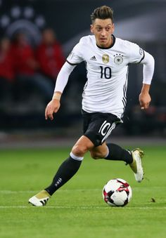 FIFA 2018 World Cup Qualifier between Germany and Czech Republic at Volksparkstadion on October 2016 in Hamburg, Germany. Germany Football Team, Arsenal Football, Soccer World, World Of Sports, Real Madrid, Toni Kroos, Sports Pictures, Fifa World Cup, Neymar