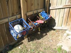 Outdoor toy storage to keep yard picked up. Water and dirt fall right through the holes. I need to do this ASAP! Do you need outdoor toy organization tips and ideas for all of those outdoor toys? I've found some great solutions to help you. Outdoor Toy Storage, Diy Toy Storage, Storage Ideas, Storage Hacks, Outside Storage, Backyard Storage, Toy Diy, Cheap Storage, Hanging Storage