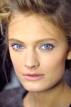 Inspiratie voor een verleidelijk blauwe make-up look.