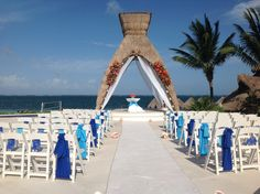 Bring in the surrounding colors of the ocean and sky for your ceremony #DreamsRivieraCancun