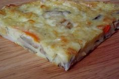 CAIETUL CU RETETE: Pizza rapida Calzone, Stromboli, Romanian Food, Lasagna, Quiche, Pizza, Good Food, Brunch, Cooking Recipes