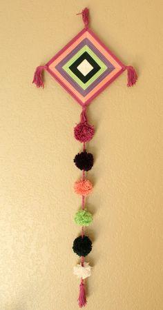 Dharma un Mandala Ojo de Dios hecha a mano con pompones Yarn Crafts, Diy And Crafts, Crafts For Kids, Arts And Crafts, God's Eye Craft, Woolen Craft, Gods Eye, Diwali Decorations, Thread Art