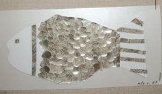 Zlatá rybka - šupiny z balicího papíru srdíčkovou děrovačkou