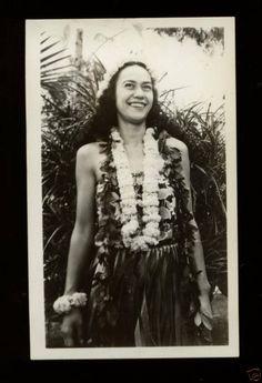 Vintage photo of a beautiful Hawaiian girl 1940s