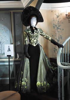 "Vestuario de Cate Blanchett como Lady Tremaine, la Malvada Madrastra, de ""La Cenicienta"""