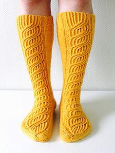 Kauniit Soulmates -sukat nyt myös polvisukkaversiona paksummasta langasta…