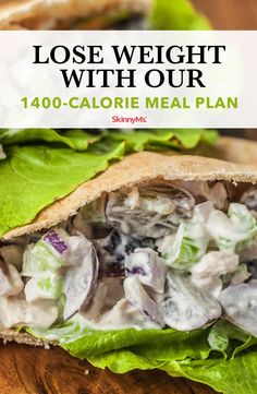 Trying to live a healthier lifestyle Check out these 24 lunch recipes for weight loss You won t believe just how delicious these healthy options are Clean Eating Recipes, Clean Eating Snacks, Lunch Recipes, Diet Recipes, Healthy Snacks, Healthy Eating, Healthy Recipes, Healthy Weight, Health And Fitness