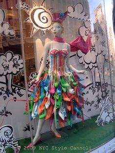 Shoe Dress Window in the Shoe Woo Store NYC by NYC Style Little Cannoli. Kinda fun backdrop for window display for spring Shoe Display, Display Design, Store Design, Display Ideas, Visual Merchandising Displays, Visual Display, Retail Windows, Store Windows, Store Window Displays