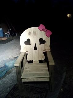 female skull chair....guess I need to make one for the wife too.