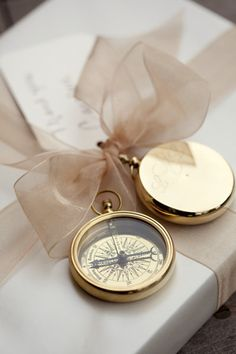 Gift wrapping idea - Add a sentimental token to an elegantly wrapped gift #giftwrapping #emballagecadeau #watch