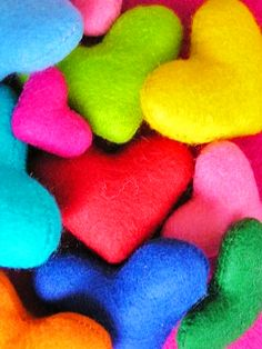 felt hearts in all colours of the rainbow Rainbow Colors, Bright Colors, All The Colors, True Colors, Rainbow Stuff, Rainbow City, Rainbow Heart, Taste The Rainbow, Over The Rainbow