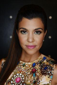 Kourtney Kardashian shows how to make colorful #eyeliner work
