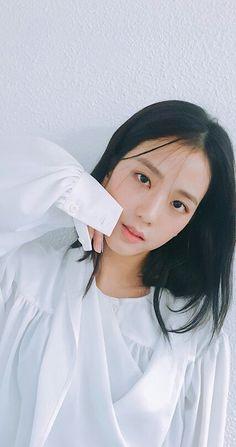 Who is Jisoo from Blackpink? Korean singer Jisoo is one of the lead singers in K-Pop band, Blackpink. Blackpink Jisoo, Forever Young, South Korean Girls, Korean Girl Groups, Black Pink ジス, K Wallpaper, Got7 Yugyeom, Jennie Blackpink, White Belt