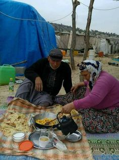 Konar göçer bir aile Paella, Travel Photos, Ethnic Recipes, Food, Gypsy, Travel Pictures, Meals, Travel Photography