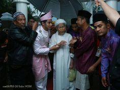 Gambar Perkahwinan Fizo Omar Dan Mawar Bersama Tok Guru Nik Aziz. Majlis perkahwinan Fizo Omar dan Mawar Fareeda di Kelantan, Persandingan Fizo Omar Mawar