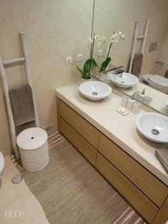 Fotos de casas de banho modernas: wc corredor   depois   homify