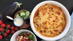 Moussaka med gresk salat Moussaka, Cheeseburger Chowder, Soup, Soups