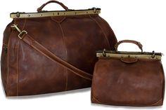 #Vintagebags #set #Retrostyle #Vintagestyle #Bags Retro Fashion, Vintage Fashion, Vintage Bags, Hermes Kelly, Travel Bag, Leather Bag, Weekend Bags, Fanny Pack, Italy