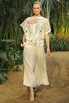 Hermès RTW Spring 2014 - Slideshow  Never to old to be a princess  #unicorns  #spring resort 2014