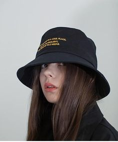 Crochet Hat Videos - Felt Hat Photography - Dad Hat Mens - How To Wear Newsboy Hat - Hat Outfit For Women Bucket Hat Outfit, Aesthetic Clothes, Aesthetic Fashion, Outfits With Hats, Cute Outfits, Fashion Advice, Fashion Outfits, Hat Hairstyles, Retro Hairstyles
